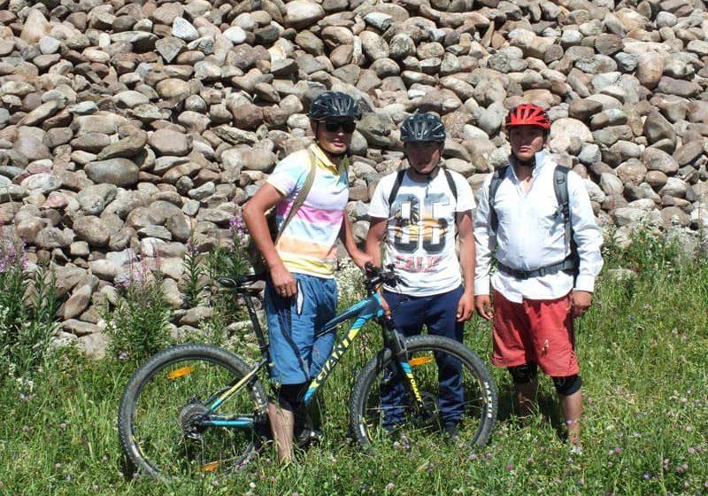 На горном велосипеде